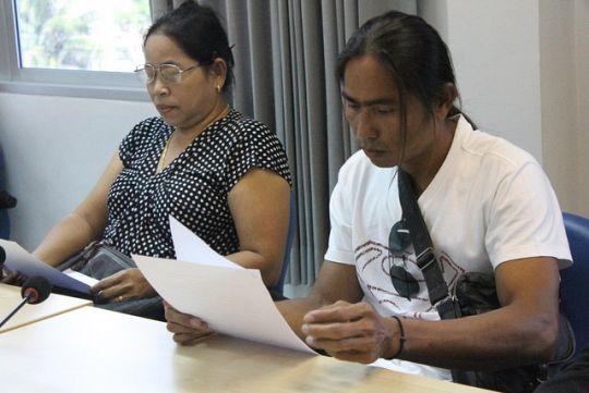 Prakong Laokom and Kampan Nakdee receive the good news.