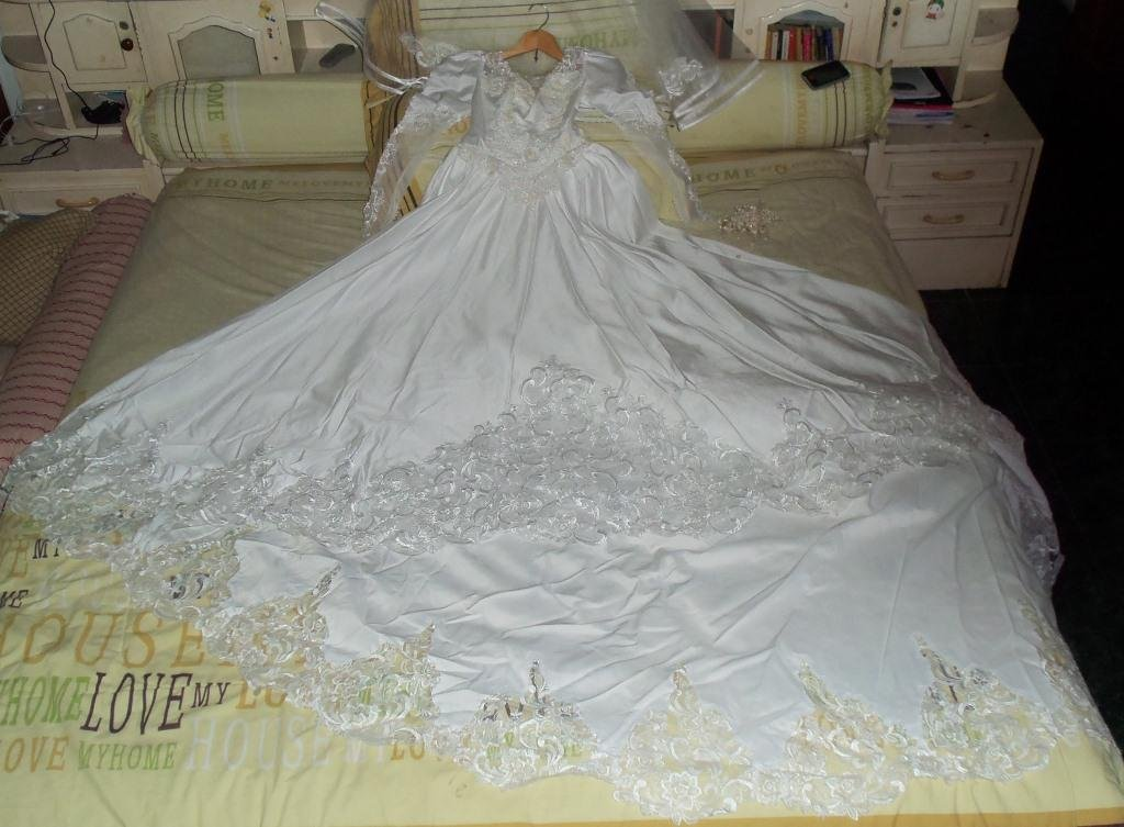 Wedding dress used once for Wedding dresses used once