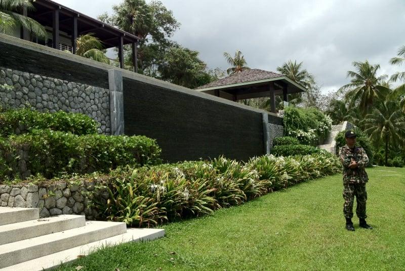 Luxury villa 'encroaches on park'