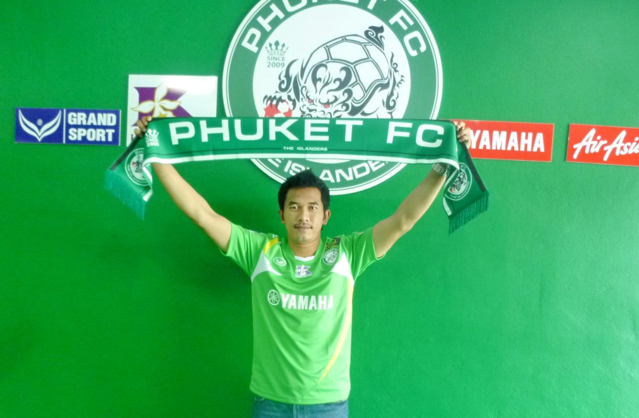 Shopping spree by Phuket FC