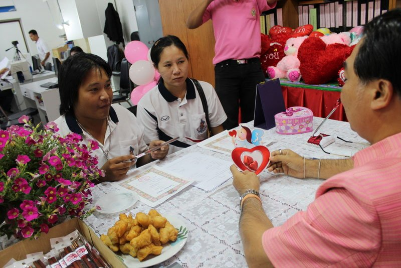 187 couples wed in Phuket on Valentine Day