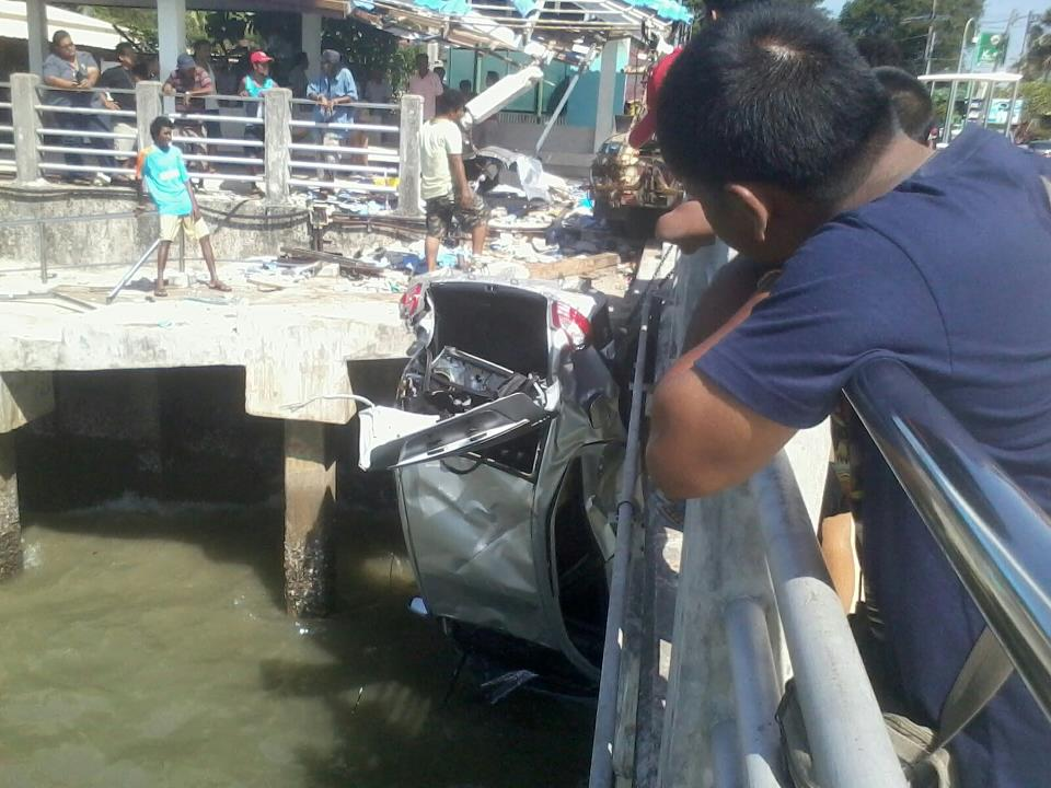 The car hit two motorbikes and smashed an upright on the sala at the end of the pier before crashing over the sea wall.