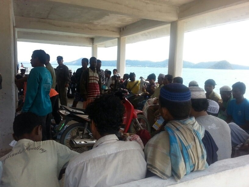 Phuket: Boatload of Rohingya arrive in Chalong