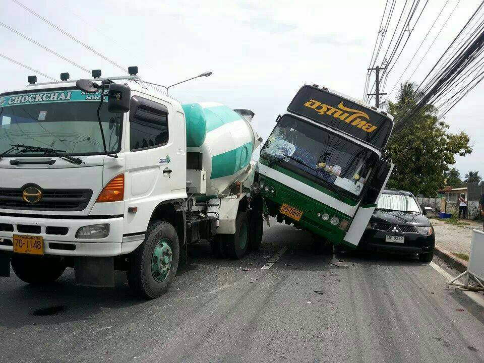 Cement mixer, bus and pick-up in major smash in Koh Kaew, Phuket