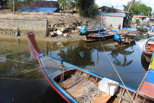 Phuket Gov checks on work to clean up Bang Tao canal