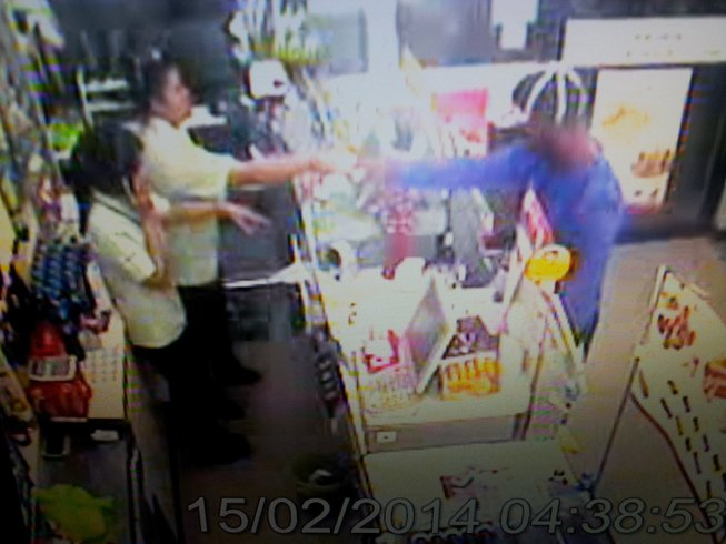 French tourist threatens Phuket shop assistant with scissors