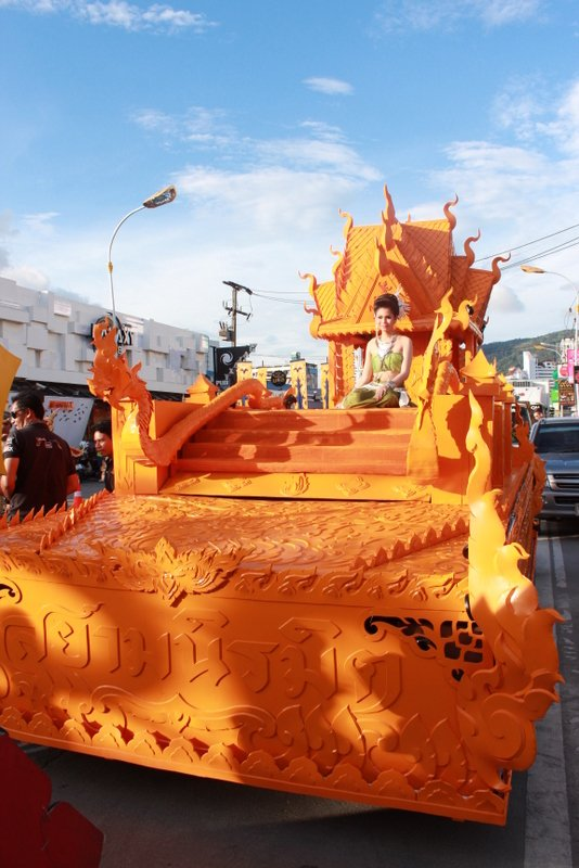 The Patong Carnival got underway on Sunday with its 'Seven Wonders' parade. Photo: Siam Niramit