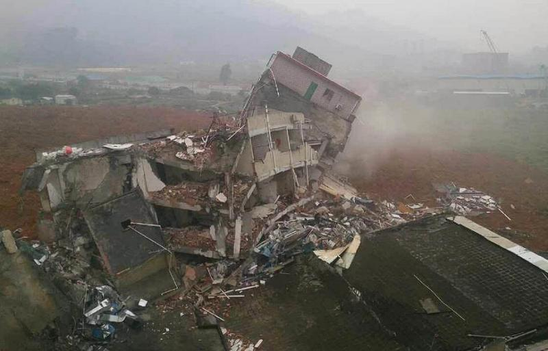 Rescuers look for survivors after a landslide hit an industrial park in Shenzhen, south China's Guangdong province. Photo: AFP