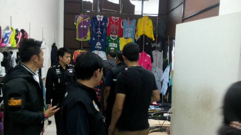Police 58 suspects and seized more than 20,00 items in co-ordinated raids across Phuket today. Photo: Eakkapop Thongtub