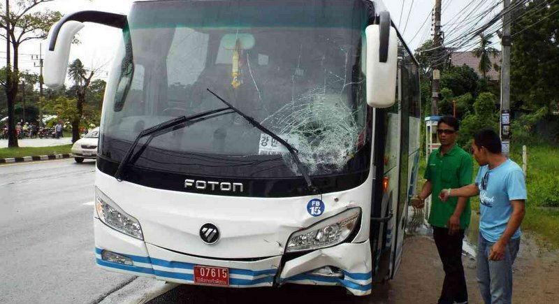 The tour bus was fitted with red plates marked 'Use for sale or repair', not for commercially transporting tourists. Photo: Eakkapop Thongtub