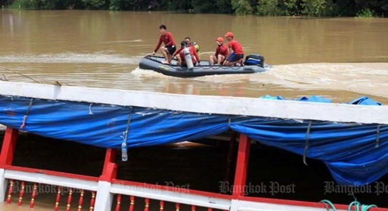 Search teams yesterday (Sept 19) recovered seven bodies from the Chao Phraya, most of them between two and five kilometres from the beached and partially sunken boat. Photo: Chanat Katanyu