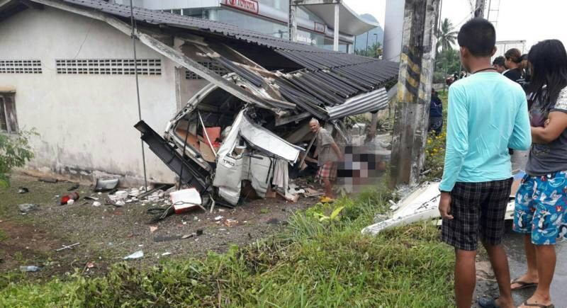 At least two Russians are dead after the Phuket visa-run van slid off a bend and slammed into a house in Muang District, Phang Nga, at 7:30am. Photo: Phang Nga Rescue