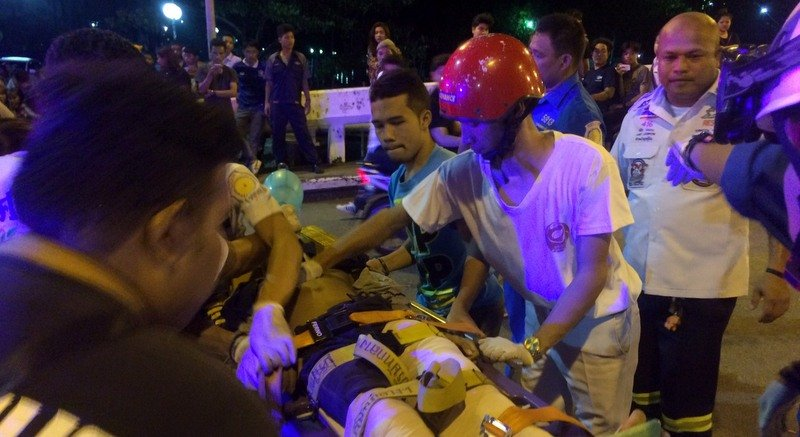 Rescue workers attend to one of the 14-year-old boys at the scene in Saphan Hin last night (Dec 27). Photo: Darawan Naknakhon