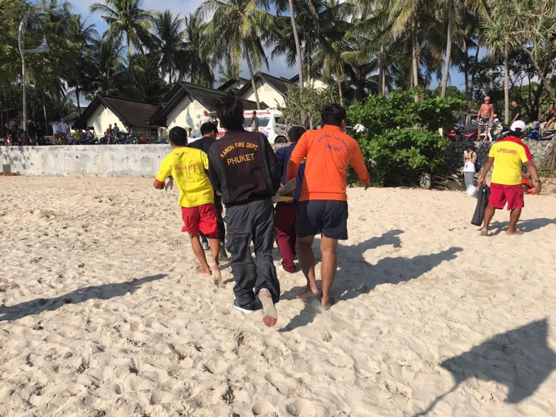 Rescue workers perform CPR on the woman at Kata Beach. Photo: Ekkapop Thongtub