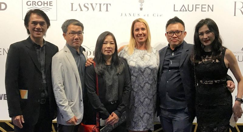 Pisit Aongskultong, Principal Designer (2nd from right); Natasha Eldred, Shine PR (3rd from right); Sermsuk Kitcharoenwong, Head Architect (2nd from left); Chatchai Namkiatiwongsa, Landscape (left).