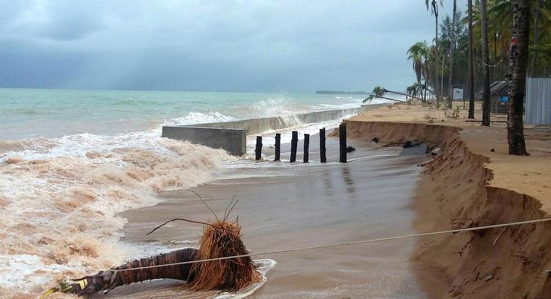The strong waves eroded a large section of Bang Niang Beach, north of Phuket. Photo: Sawat Tankang