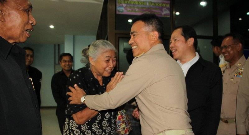 Phuket Governor Norraphat Plodthong welcomes one Phuket woman as she arrives to give her responses to Prime Minister Gen Prayut's 'Four Questions'. Photo: PR Dept