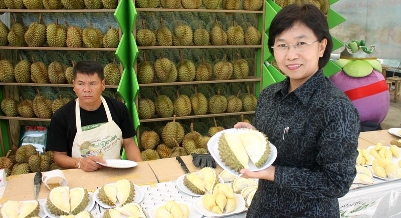 Phuket vendors warned over durian price gouging