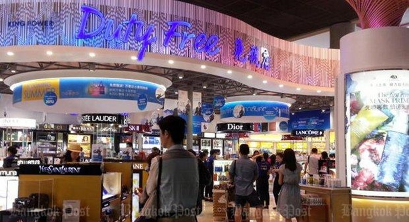 A lawsuit by a key member of the junta's anti-corruption reform efforts claims King Power duty-free operators and Airports of Thailand have conspired to withhold payments of B14.29bn from the state. Photo: Walailak Keeratipipatpong