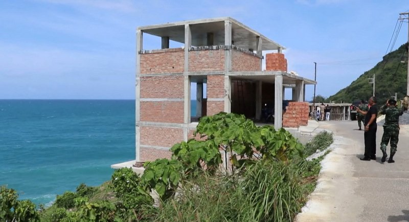 Construction of the resort on the road through Ao Saen to Krathing Cape on Phuket's southwest coast has been ordered to stop. Photo: Eakkapop Thongtub