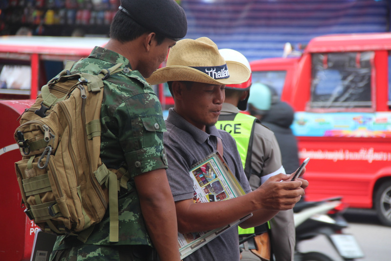 A soldier speaks with a Patong driver during the campaign launch today. Photo: The Phuket News