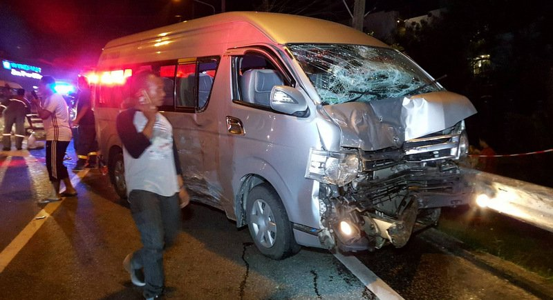 The accident left two people in serious condition, including the bus driver, who will be charged, said Patong Police. Photo: