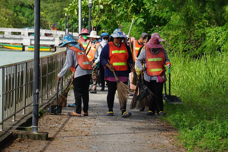 A team of cleaners from Chalong Municipality get to work on cleaning up the area. Photo: Chalong Municipality