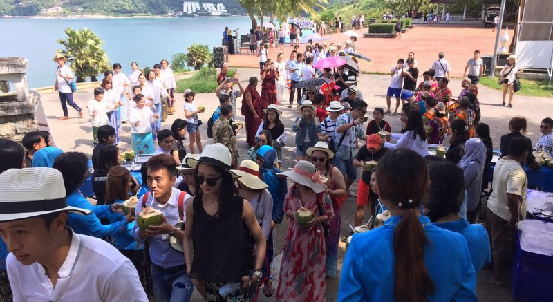 More than 90 Chinese couples on honeymoon visited Phromthep Cape this morning (Oct 9). Photo: Aroon Solos