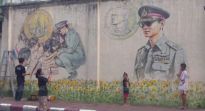 An artists' group in the South has finished painting these wall portraits of the late King Bhumibol Adulyadej on a century old building in Nakhon Sri Thammarat. Photo: Post Today