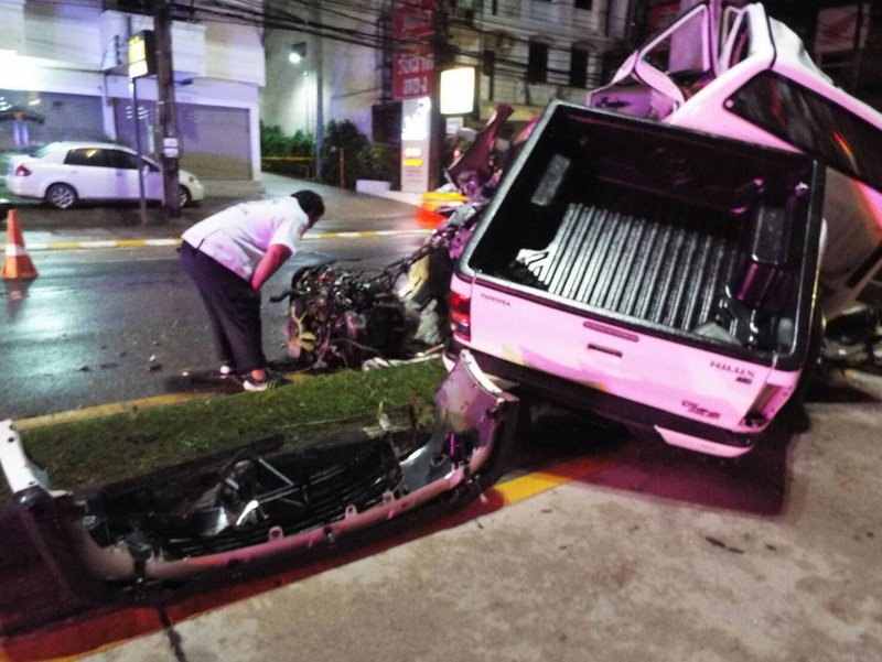 The driver, Chatree Thongjit, 31, died in the vehicle and his female passenger Thanyaporn Unmai, 22, was rushed to hospital for serious injuries. Photo: Eakkapop Thongtub