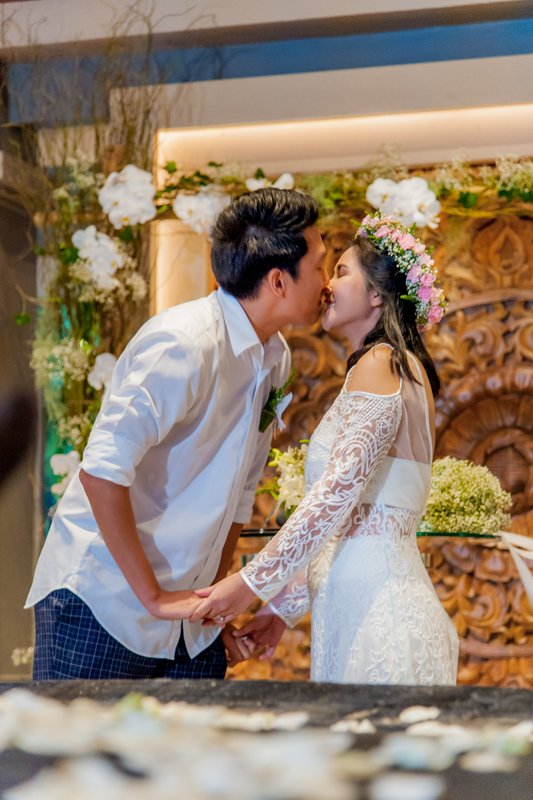 Phuket Marriott Resort and Spa, Nai Yang Beach hosted the wedding ceremonies for Suwimon and Eam, Been and Newz and an engagement ceremony for Waew and Sven. All three couples were able to celebrate in the luxurious surroundings of the resort.
