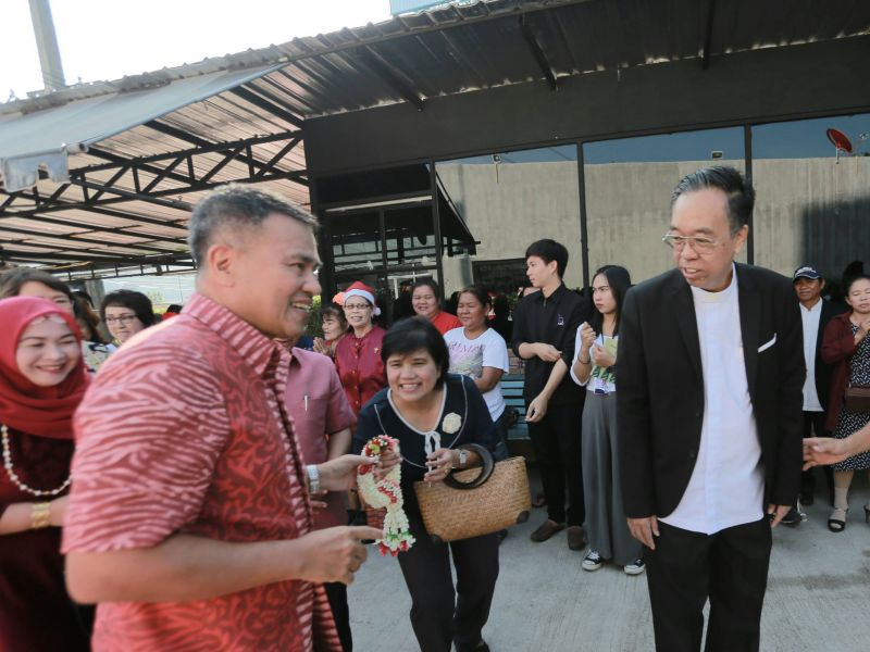 Phuket Governor Norraphat Plodthong attended a Christmas party yesterday (Dec 24) along with 500 other people at the newly opened  'Zion of God' church in Wichit. Photo: Supplied