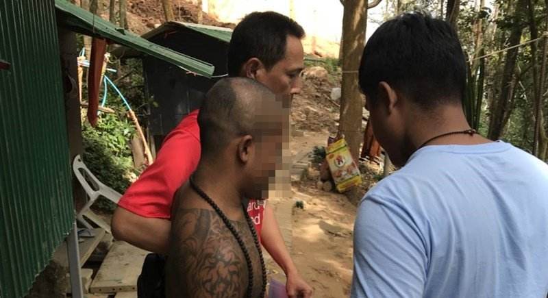 Police arrest wanted Warawit Satjabut, 31, from Trang at Big Buddha yesterday (Jan 3). Photo: Chalong Police