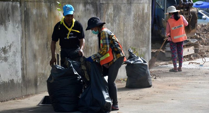 Teams from across Phuket joined the mass clean-up. Photo: PR Dept