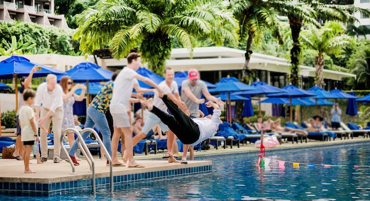 """Like many Sunday brunches around the island The Hyatt Regency's """"Pool Linner"""" starts at 12pm, but instead of winding up at the usual 3pm, it goes all the way through to 6pm."""