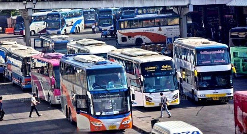 Buses prepare to take on passengers at the busy Mor Chit terminal in northern Bangkok. Officials claim that only re-inspected double-deckers will be allowed on the highways during Songkran. Photo: Bangkok Post / file