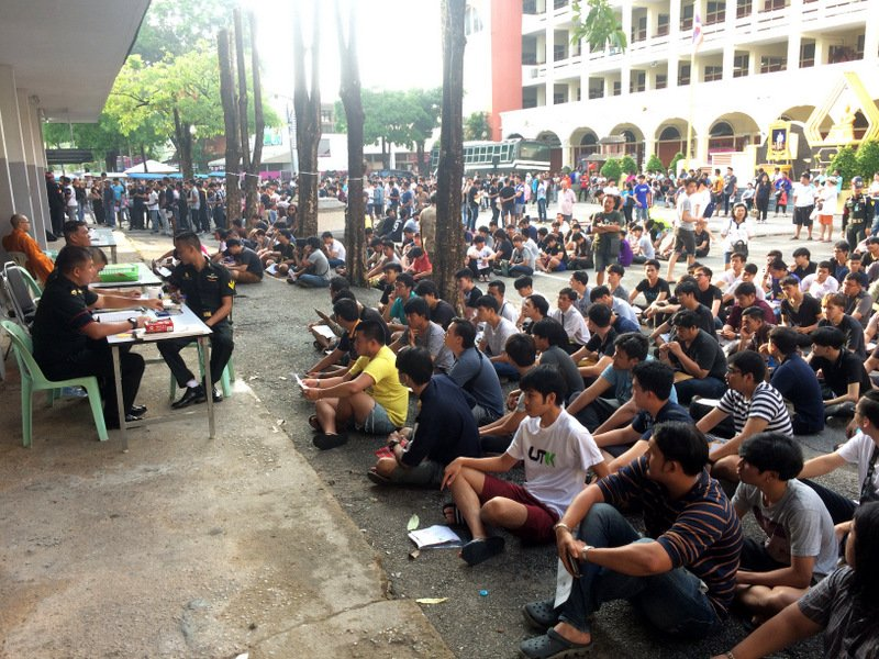 Col Peerapong noted that 3,131 Thai men from Phuket's three districts – Muang, Kathu and Thalang – took part in the draft draw. Photo: Eakkapop Thongtub