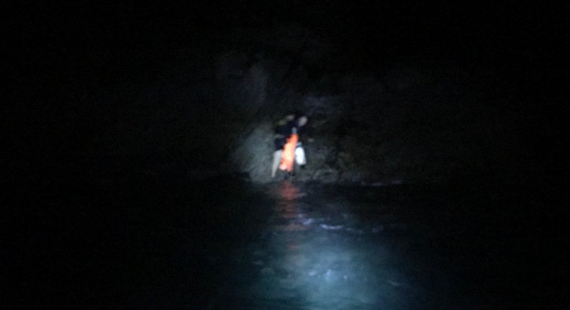 Malaysian tourist Lim Yuin Chuang, from Penang, became stranded on rocks while trying to walk from Phuket airport to Patong. Photo: Eakkapop Thongtub