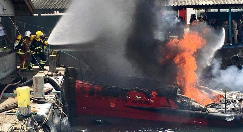 The Da Marine tour speedboat developed engine trouble before catching fire. Photo: Phang Nga DDPM