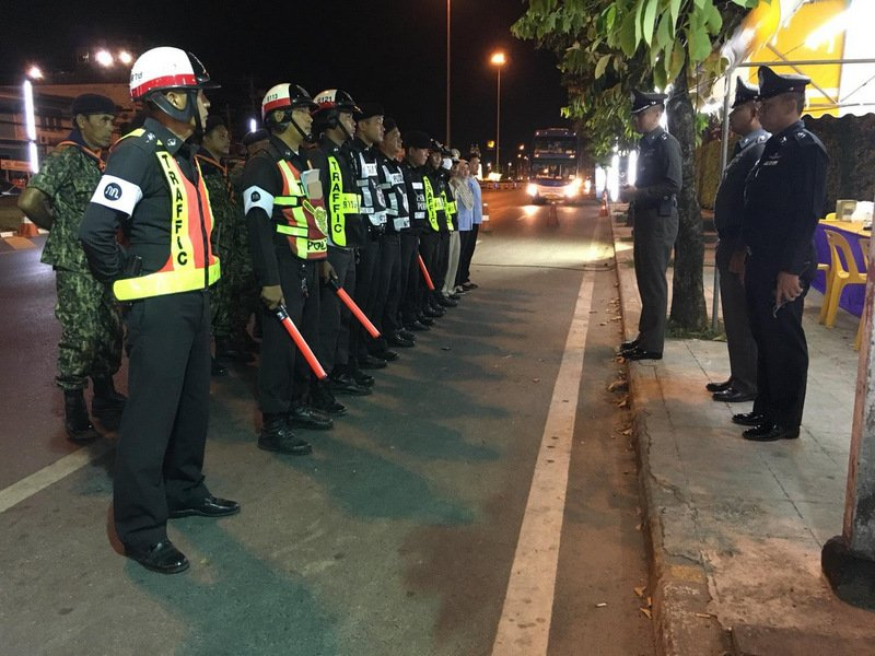 Police are briefed before their patrols during the Songkran Seven Days campaign. Photo: Phuket Traffic Police