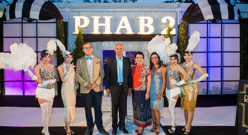 Phuket Hotels Association President Anthony Lark (3rd from left) and Phuket Hotels Association Development Director Sumi Soorian (3rd from right) welcome Phuket Vice Governor Sanit Sriwihok and his wife to PHAB 2 annual fundraising event.