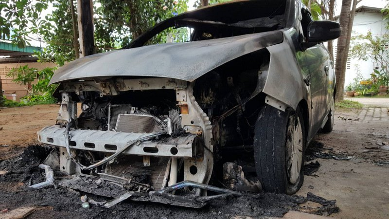 The car was destroyed by the fire. Photo: Eakkapop Thongtub