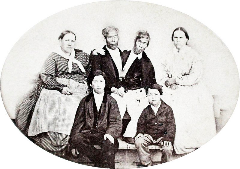 Chang and Eng Bunker families circa 1865. Photo taken by Mathew Brady