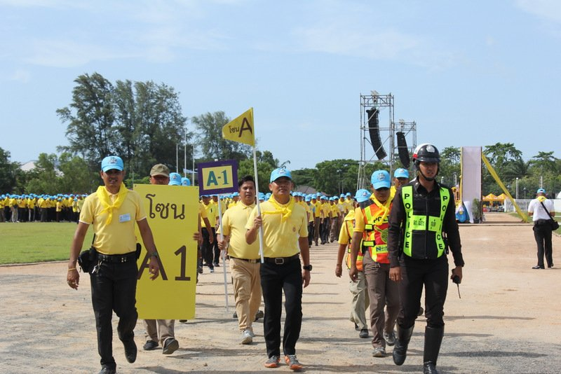 After the ceremony concluded the volunteers separated into group to collect litter from throughout Saphan Hin Park. Photo: PR Dept