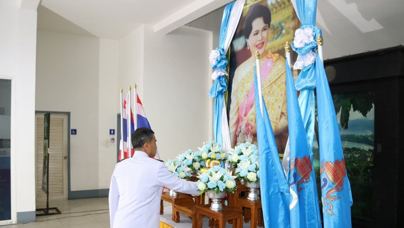 Phuket asked to wear blue to honour the Queen Mother and Mother's Day