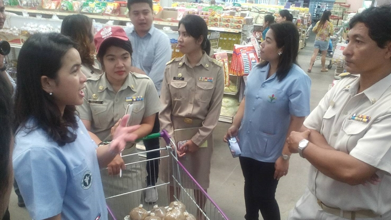 Head of the Phuket Consumer Protection Office, Somnuk Harem, and other officials carry out their inspection of the well-known local supermarket. Photo: Eakkapop Thongtub