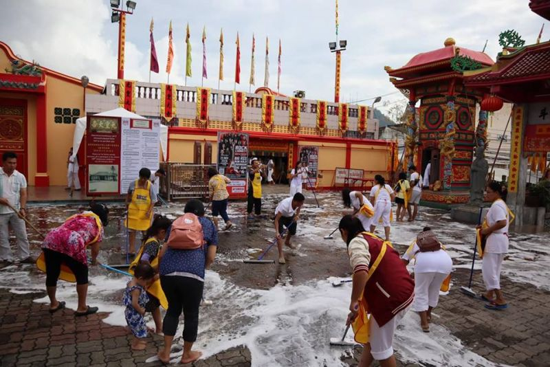 Locals clean Jui Tui Shrine ahead of the Vegetarian Festival 2018. Photo: PR Dept