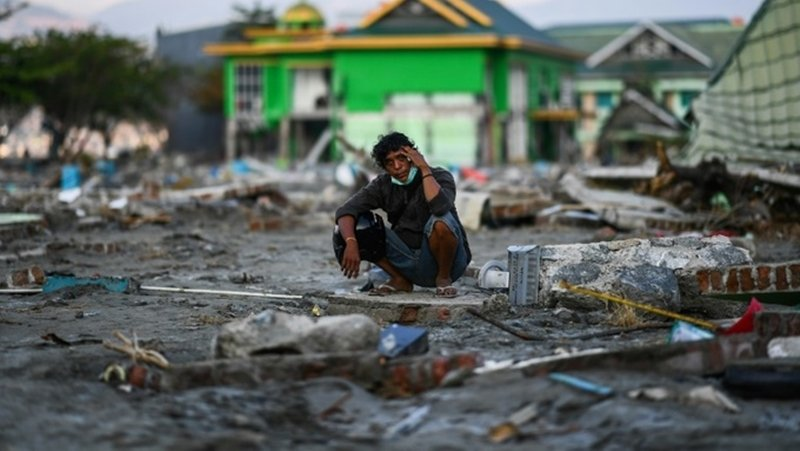 Missing toll soars to 5,000 in engulfed Indonesia quake neighbourhoods