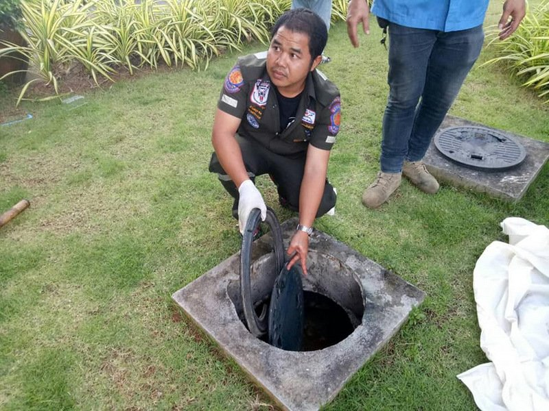 The cover to the grease trap was reportedly not even secured in place. Photo: 1-PHOTO by Jane Santiuk / Krabi Rescue Volunteer 2