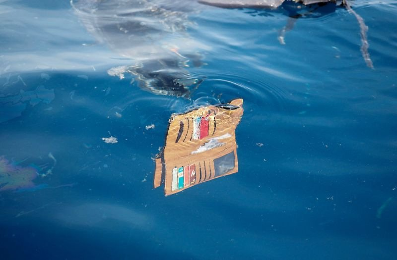 A wallet belonging to a passenger of the ill-fated Lion Air flight JT 610 floats at sea in the waters north of Karawang, West Java province. Photo: AFP / Arif Ariadi